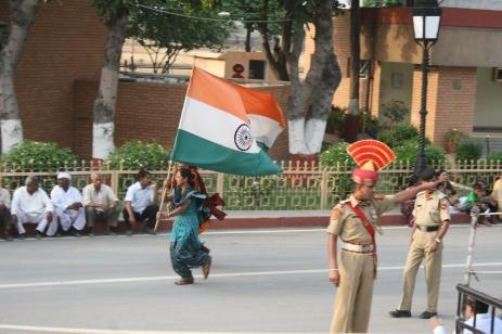 Tägliche Zeremonie an der Grenze zwischen Indien und Pakistan